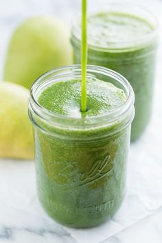 This Ginger Pear Green Smoothie is packed with kale, but it still maintains a fruity flavor, zippy with ginger. It's paleo, vegan, gluten and dairy free. Healthy Green Smoothies, Green Smoothie Recipes, Juice Smoothie, Smoothie Drinks, Breakfast Smoothies, Smoothie Bowl, Fruit Smoothies, Pear Smoothie, Breakfast Recipes