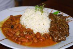 La bandera, el plato típico de República Dominicana: Arroz, habichuelas rojas y carne (generalmente de res/ternera)