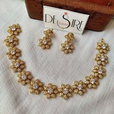 Delicate Floral Stones Necklace By The Brand Desire Collective! South Indian Jewellery, Indian Jewellery Design, Indian Jewelry, Jewelry Design, Gold Rings Jewelry, Diamond Jewellery, Antique Jewellery Designs, Antique Jewelry, Stone Necklace