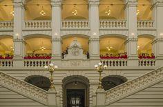 Chór Bytomskiego Uniwersytetu Trzeciego Wieku   we wnętrzu neorenesansowego Sądu Rejonowego   Bytom   fot. Kazimierz Wojtaszek