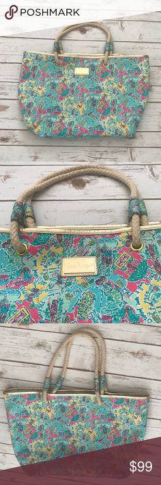 Lilly Pulitzer Shorline Purse Large shoulder bag, very roomy. Beautiful print. Lilly Pulitzer Bags Shoulder Bags