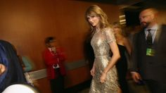 Taylor Swift Photos - Singer Taylor Swift attends the GRAMMY Awards at Staples Center on January 2014 in Los Angeles, California. - Inside the Annual Grammy Awards — Part 2 Taylor Swift 2014, Taylor Swift Gallery, Live Taylor, Taylor Swift Pictures, Grammy Awards 2014, Taylor Swift Guitar, Swift Photo, Metallic Dress, Prom Dresses