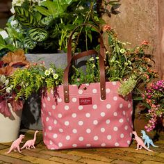 "Cath Kidston on Instagram: ""Dinos, florals and a Button Spot Twill tote, with natural leather handles, somehow bloom perfectly together. 🤷‍♀️ 🌸 🦕 Shop new additions to…"" Cath Kidston, Natural Leather, Hermes Birkin, Leather Handle, Florals, Projects To Try, Bloom, Buttons, Bags"
