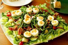 Täydellinen kesäsalaatti Cobb Salad, Food And Drink, Cooking Recipes, Keto, Chicken, Drinks, Eggs, Drinking, Beverages