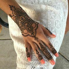 New wedding indian henna mehandi designs Ideas Henna Tattoo Hand, Henna Tattoo Designs, Henna Mehndi, Henna Art, Mehendi, Tribal Hand Tattoos, Lotus Tattoo, Indian Henna Designs, Hena Designs