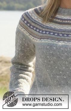 "Valeria / DROPS - DROPS jumper in ""Alpaca"" with round yoke and multi coloured pattern. Long or short sleeves. Fair Isle Knitting Patterns, Fair Isle Pattern, Knit Patterns, Drops Design, Nordic Sweater, Pulls, Free Knitting, Knitwear, Knit Crochet"