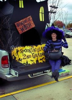 Every Halloween at Gammon Elementary School, the parents of each grade decorate vehicles for a Trunk-or-Treat costume parade. Thanksgiving Projects, Halloween Projects, Spooky Halloween, Holidays Halloween, Halloween Treats, Happy Halloween, Halloween Decorations, Halloween Party, Halloween Customs