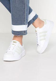 82807f655b adidas Originals SUPERSTAR BOLD - Sneakers laag - white/linen green/gold  metallic -