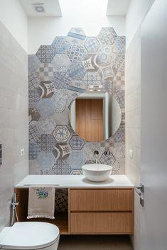Casa Ci_Ro by Manuarino « HomeAdore Bathroom Layout, Bathroom Interior Design, Interior Design Living Room, Small Bathroom, Bath Decor, Diy Bedroom Decor, Diy Home Decor, Bad Styling, Toilet Design