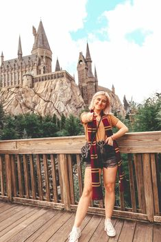 It's a dream come true to visit the Wizarding World of Harry Potter at Universal Studios in Orlando Florida. Here's my ultimate guide on 19 things to do. Harry Potter Universal, Harry Potter World, Universal Orlando, Disney World Trip, Disney Trips, Parque Do Harry Potter, Theme Park Outfits, Cute Disney Pictures, Harry Potter Outfits