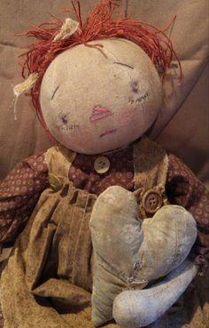I want this doll! Primitive Folk Art, Primitive Crafts, Primitive Christmas, Tiny Dolls, New Dolls, Soft Dolls, Ann Doll, Doll Quilt, Raggedy Ann