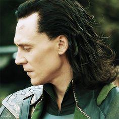Lokis cheekbones