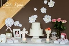 First Communion ideas (I) (L)ove (D)oing (A)ll Things Crafty!: First Communion Day + DIY Decor First Communion Party, First Holy Communion, Tissue Balls, One Balloon, Diy Party Decorations, Balloon Decorations, Wedding Centerpieces, Party Planning, Cake Decorating