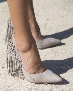 Emmy DE * Alexandre Birman #fringed heels