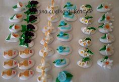 La buona cucina di Katty: Confetti decorati per la Prima Comunione Confetti, Cupcake, Desserts, Food, Craft, Tailgate Desserts, Cup Cakes, Dessert, Postres