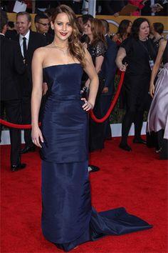 JENNIFER LAWRENCE, EN DIOR.- ¿No te encanta el color del vestido? La joven, talentosa y bella actriz se fue a casa con su premio y también con un 10 en la alfombra roja.