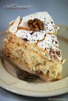 "Tort bezowy Dacquoise z daktylami / ""Dacquoise"" Meringue Cake with Dates (recipe. Dacquoise, Gourmet Recipes, Dessert Recipes, Cooking Recipes, Date Recipes, Sweet Recipes, Polish Desserts, Polish Recipes, Meringue Cake"