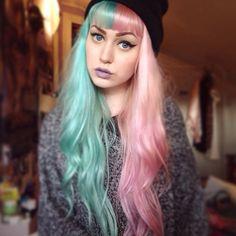 Le Splithair est la nouvelle coloration tendance qui consiste à séparer les cheveux des deux côtés, et de colorer d'une couleur différente chacun d'eux. #Cheveux #Coloration #Bicolore #Hair #Colorful