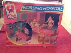 Sindy Nursing Hospital, Vintage Pedigree 1980's.