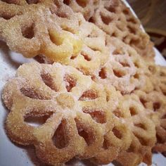 These are always a hit! Mexican Dessert Recipes, Mexican Dishes, Mexican Bunuelos Recipe, Mexican Pastries, Mexico Food, Winter Food, I Love Food, Sweet Recipes, Holiday Recipes
