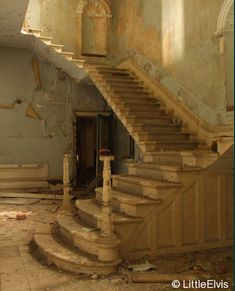John's Hospital/Lincolnshire County Pauper Lunatic Asylum - Grand stairways of history Abandoned Buildings, Abandoned Asylums, Old Buildings, Abandoned Places, Abandoned Hospital, Stairway To Heaven, Grand Entrance, Haunted Places, Beautiful Buildings