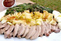 Solomillos de Cerdo Ibérico con hierbas a la sal, con patatas y huevos con salsa de Chutney de Mango