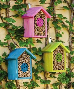 Bee houses for Mason bees. They're beneficial and gentle but often get swatted as they resemble flies. Bug Hotel, Garden Crafts, Garden Projects, Mason Bees, Bee House, Birds And The Bees, Bee Friendly, Cactus Y Suculentas, Save The Bees