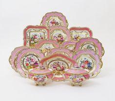 Set de sobremesa em porcelana Inglesa do inicio do sec.19th, 1820, 8,570 USD / 7,700 EUROS / 34,210 REAIS / 55,930 CHINESE YUAN soulcariocantiques.tictail.com