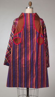 Back of Koos van den Akker coat pattern for Vogue Patterns. V1441. He used a mix of silk and cotton prints.