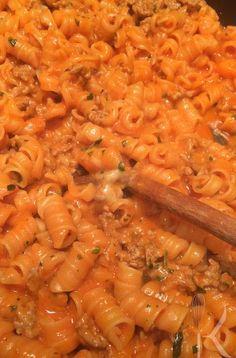 One-Pot-Pasta mit Gehacktes-Tomatensauce