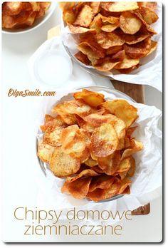 Chipsy domowe Mam dla was dzisiaj przepis na chipsy domowe z ziemniaków. Wszyscy lubią chipsy domowe ziemniaczane, znasz kogoś, kto ich nie lubi? Pewnie, nie! Ja tam się wcale nie dziwię, mam słabość do chipsów zwłaszcza Appetizer Recipes, Snack Recipes, Snacks, Homemade Chips, Appetisers, Food Inspiration, Good Food, Food And Drink, Veggies