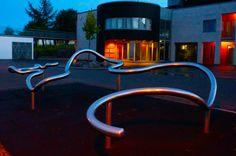 """""""Flow"""" av Rolf Starup (1953 - ) Vindingstad skole  http://rolfstarup.no/prosjekter/flow-vindingstad-skole/"""