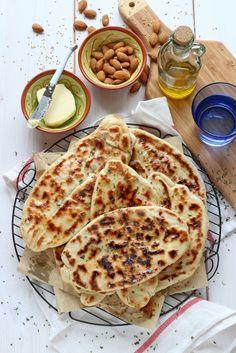 Pan naan relleno de jamón y queso