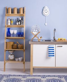 Cheerful blue kitchen: Farrow & Ball's 'Lulworth Blue' by xJavierx, via Flickr