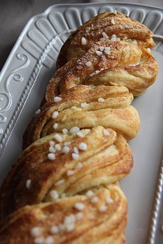 Estonian kringel (twist bun) you must to try! There are many variations, but if you get the best of them you will never forget that experience. Estonian Food, My Favorite Food, Favorite Recipes, Breakfast Recipes, Dessert Recipes, Breakfast Ideas, Tasty Bread Recipe, Bread Recipes, Bread And Pastries