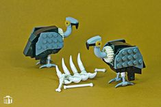 Jens Ohrndorf is really good at building little LEGO animals. Check out his latest edition to his collection: a pair of adorable vultures and their latest meal. Lego Mecha, Lego Design, Legos, Lego Zoo, Lego Dinosaur, Lego Wall, Micro Lego, Amazing Lego Creations, Lego Activities