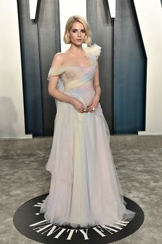 Lucy Boynton Switches Up Her Look for Oscars Party with Boyfriend Rami Malek!: Photo Lucy Boynton walks the carpet with boyfriend Rami Malek at the 2020 Vanity Fair Oscar Party on Sunday night (February at the Wallis Annenberg Center for the Performing… Nice Dresses, Prom Dresses, Wedding Dresses, Formal Dresses, Nick And Vanessa, Lucy Boynton, Tessa Thompson, Vanity Fair Oscar Party, Glamour