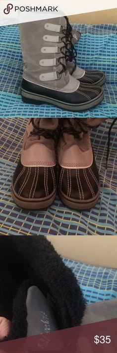 Skechers Boots 8.5 Cute boots. Preloved and need cleaning. Skechers Shoes Winter & Rain Boots