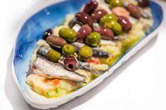 Finger Food Appetizers, Finger Foods, Appetizer Recipes, Tapas Menu, Le Chef, Food Humor, Canapes, Mediterranean Recipes, Sin Gluten