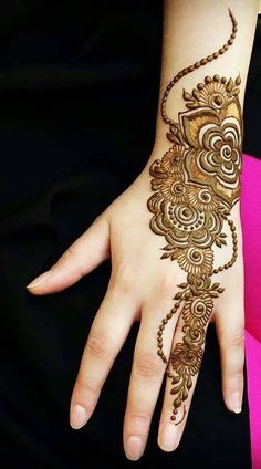 No occasion is carried out without mehndi as it is an important necessity for Pakistani Culture.Here,you can see simple Arabic mehndi designs. Latest Henna Designs, Floral Henna Designs, Simple Arabic Mehndi Designs, Henna Art Designs, Stylish Mehndi Designs, Mehndi Designs For Girls, Wedding Mehndi Designs, Latest Mehndi Designs, Dubai Mehendi Designs