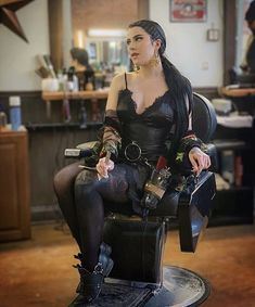 Tony Barber, Hair Salon Pictures, Hairdresser On Fire, Hairstylist Apron, Forced Haircut, Barber Haircuts, Salon Style, Cut My Hair, Curvy Women Fashion