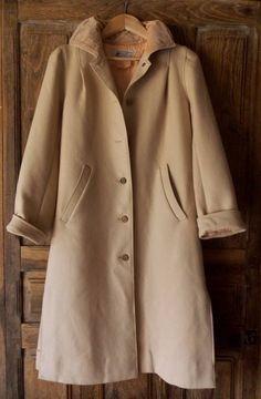 manteau Courrèges de la boutique vintagedelatour sur Etsy Manteau,  Accessoires, Manteau D époques 476aaac24c1