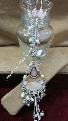 Retrò stile collana con ciondoli di perle di fiume e orecchini a monachella ,con pietre in tinta a scelta bianco o rosa