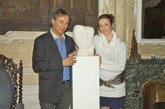 Maja Fluri (Sopran) mit Blonay Fuchs (Skulptur) Single Breasted, Suit Jacket, Jackets, Fashion, Fox, Sculptures, Down Jackets, Moda, Law