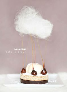 'A morning in the mist': crispy choco gavottes, dacquoise hazelnuts and maple syrup, panna cotta with Java pepper and cotton candy - Desserts Food Design, Bolo Glamour, Elegante Desserts, Fancy Desserts, Culinary Arts, Mini Cakes, Food Plating, Plating Ideas, Plated Desserts