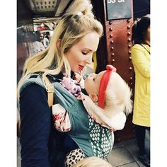 Babywearing in the city. That's the Boba Organic Baby Carrier in Verde Best Baby Carrier, Baby Carriers, Babywearing, Having A Baby, Organic Baby, Bird, Mom, Instagram Posts, Baby Wearing