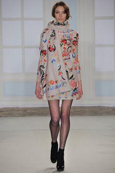 Temperley London Fall 2014 Ready-to-Wear Fashion Show - Alexandra Martynova Fashion Week, Runway Fashion, High Fashion, Fashion Show, Womens Fashion, Fashion Design, Fashion Trends, London Fashion, Fashion 2015