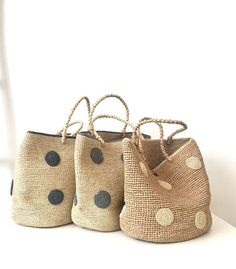 Bolsa MIHARY con topos / MIHARY bag with dots – You are in the right place about crochet baby blanket Here we offer you the. Knitted Bags, Knitted Blankets, Crochet Blanket Patterns, Baby Blanket Crochet, Jute, Ravelry, Diy Handbag, Basket Bag, Basket Quilt