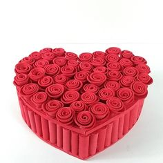 Diy Crafts For Gifts, Diy Arts And Crafts, Easy Crafts, Quilling Patterns, Quilling Designs, Valentine Day Boxes, Valentines, Chocolate Bouquet, Saint Valentine