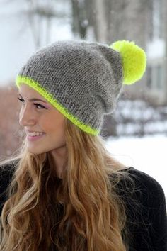 Slouchy Beanie, isländische Wolle Hut, grau, Neon-gelb Pom Pom, Cozy, Knit, handgefertigt, MADE TO ORDER